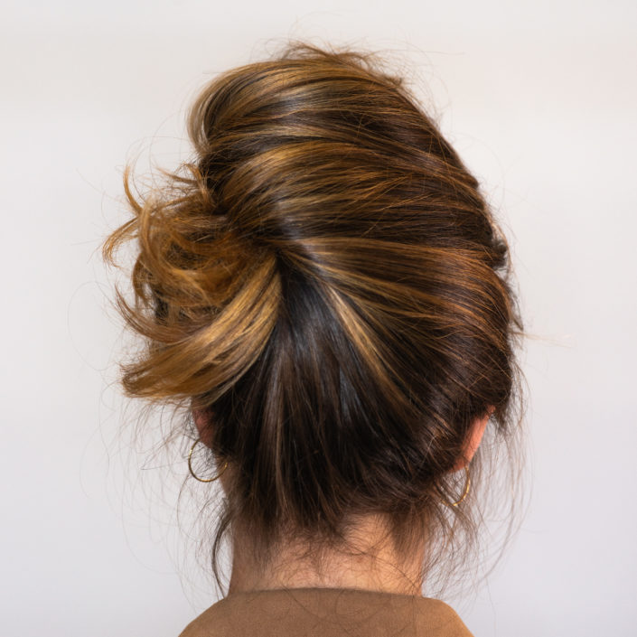 Chignon pour illustrer comment sauver vos cheveux de l'humidité